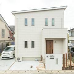 フィックスホーム/新築/注文住宅/一戸建て/住宅/家づくり/... 玄関ドアをアクセントに外観をシンプルにま…