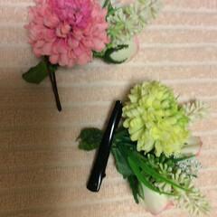 セリア こちらは、セリアのお花を束にしてヘアピン…