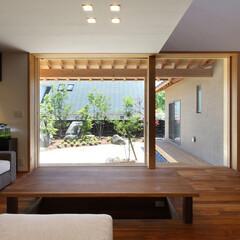 縁側/軒先/床座/リビング/ダイニング/居間/... 縁の家 -四季折々の風景を感じながら暮ら…
