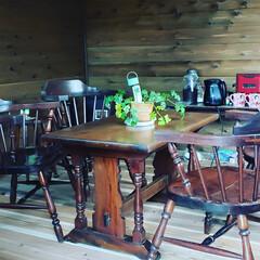 机/レトロ/カフェ風/アンティーク/北欧 カフェ小屋にテーブルに椅子を置いてみまし…(1枚目)