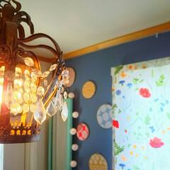 ボールランプ/春の模様替え/壁紙DIY/レトロ柄壁紙/レンガ柄壁紙/花柄/... 玄関のカーテンを交換しました。 明るくな…