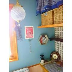 ペンダントライト/カラフル/簡単/お手軽/壁紙DIY/ブルー/... トイレの壁紙を貼りました☆ 糊付き壁紙を…