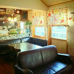 ペンダントライト/金魚/キッチン棚/吊り棚DIY/カラフルインテリア/壁紙DIY/... 朝のリビング ソファの配置を変えてみたの…