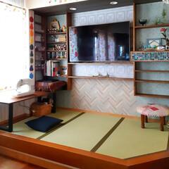 模様替え/趣味スペース/壁掛TV/棚DIY/壁紙DIY/畳スペース/... 小上がりの畳スペースを模様替えしました☆…