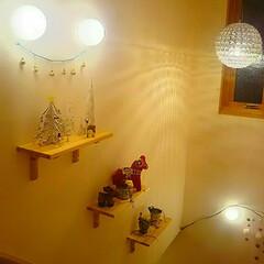 クリスマス/ディスプレイ/段々/飾り棚/ペンダントライト/照明/... 殺風景で寂しかった階段の壁に棚を3段取付…