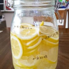 家呑み/おうち居酒屋/レモンサワー/レモンシロップ/お酒/レモンのある暮らし/... 氷砂糖が余ってたので、 今日はレモン焼酎…