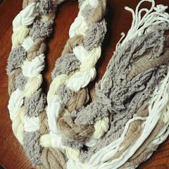 マフラー/ハンドメイド 三つ編みマフラーさんの 作り方聞いたので…