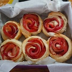 LIMIAスイーツ愛好会 タルトタタンの紅玉リンゴが余ったので、薔…(1枚目)