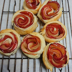 LIMIAスイーツ愛好会 タルトタタンの紅玉リンゴが余ったので、薔…(2枚目)