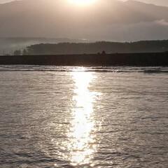 鳥海山/朝陽 会社の人が朝釣りに行った時の鳥海山の朝陽…(1枚目)