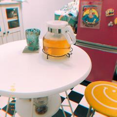 白家具/レトロカラフル/かわいい/ジャスミン茶/我が家のテーブル カラフルが好きなわたしが選んだテーブルは…