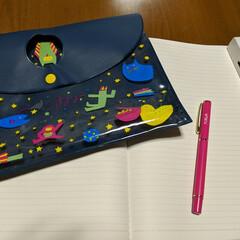 ゆるふわ/aiueo/我が家のテーブル ゆるふわな可愛い小物に囲まれた癒やしの机…
