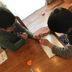 勉強/机/仲良し/我が家のテーブル 二人で勉強中!