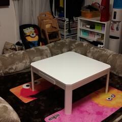 ローソファー/我が家のテーブル 机だけだったが今日からローソファーがきて…