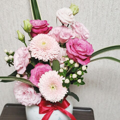 可愛い花/ありがとう/子供たちからのプレゼント/花のある生活/花のある暮らし/花束/... 誕生日に子供達から もらった可愛い花束た…(1枚目)