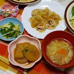 生姜焼き玉ねぎ入り/大根煮物/豚肉レシピ/野菜スープ/生姜たっぷり/晩ごはん/... 寒かったので 生姜多めで  ⸜❤︎⸝玉…(1枚目)