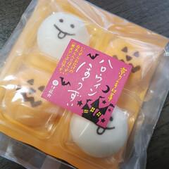 テーブルクロス/白あん/ほうずい/マシュマロ/halloween/ハロウィンお菓子/... スーパーの出入口に ハロウィンコーナが設…
