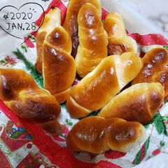 楽しい時間/笑顔が観たい/作り続ける/頑張る/パン作り/思うようにいかない/... 今日で2回目のロールパン作り😂💦   チ…