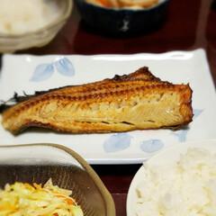 ひとりごはん/のんびり休日/おうちご飯/昼食/魚焼きフライパン/肉食/... 夕食は肉料理が多くなりがちなので  今日…