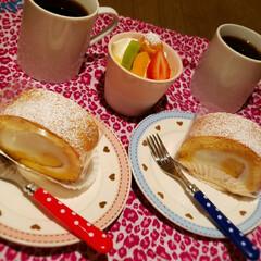 幸せな時間/至福のひととき/おうち時間/プリン/ロールケーキ/フォロー大歓迎 ずっと気になっていたケーキ屋へ((✧σ…