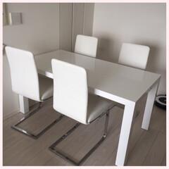 ホワイトテーブル/我が家のテーブル ホワイトな空間にこだわって、我が家にピッ…