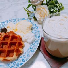 おうちカフェ ワッフルとバニラアイスにクリームラテ。 …(1枚目)