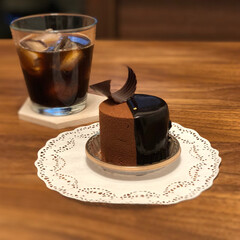 我が家のテーブル/チョコレートケーキ/ウォールナット/ティータイム 喧嘩した次の日、 大好きなチョコレートケ…