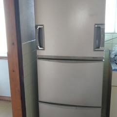 冷蔵庫/キッチン/掃除 先日 苦労して2人で運んだ冷蔵庫😆 写真…(1枚目)