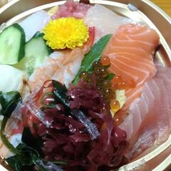 海鮮丼/カツ丼/業務用スーパー/ご飯/お弁当/おでかけ リハビリ行った帰りに 久々 海鮮丼🍚 夜…