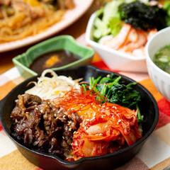 スキレット/ビビンバ/韓国料理/おうちごはん/夜ご飯/同棲生活/... お家で石焼ビビンバは難しいけど、スキレッ…