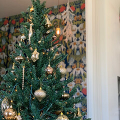 ツリー/美容院/クリスマス/クリスマスツリー/ポートレート/クリスマス2019 美容院の壁紙がオシャレで、ツリーと重なり…