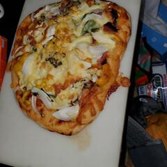 おうちカフェ ピザを生地から作りました‼️野菜たっぷり…