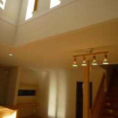 吹き抜け/光り/明るいリビング/リビング階段の家/リビング階段/東陽住建/... 吹き抜けから差し込む光