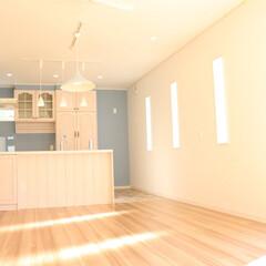 キッチン/白色基調/白いキッチン/明るいキッチン/東陽住建/注文住宅/... 明かり差し込む白いキッチンスペース