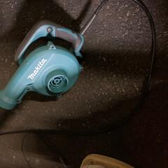 掃除グッズ ブロアーで掃き掃除せずに、ゴミを吹き飛ば…