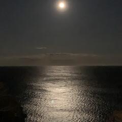 今日も良い日でありますよう/月/太陽/朝の太陽/月の光 おはようございます  熱海からの月と太陽…
