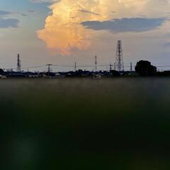 しっかり食べて/しっかり寝て/明日もまた/がんばりましょ😉 北の遠くの空 また不思議な雲 でも、大っ…