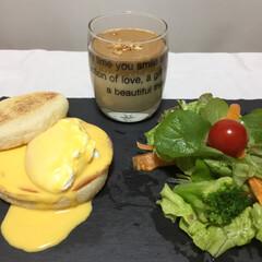 limiaキッチン同好会/おうちカフェ エッグベネディクト🥚ダルゴナコーヒー☕️…