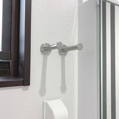 洗面所インテリア/ストライプの壁/モノトーンインテリア/ドライヤーホルダー/ドライヤー収納/DIY/... お気に入りの洗面所兼脱衣所。 モノトーン…(2枚目)