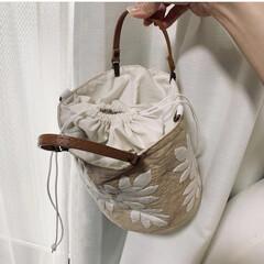 巾着バッグ/バッグ/ハワイアン雑貨/ハワイアンキルト/キルト/ハンドメイド/... ハワイアンキルトの「パンノキ」モチーフで…(2枚目)