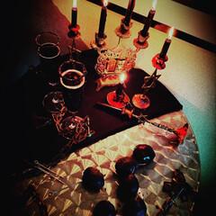 テーブルコーディネート/アート/ゴシック調/ハロウィンディスプレイ/雑貨/インテリア ゴシックなキャンドルや プルーンの飴 ブ…