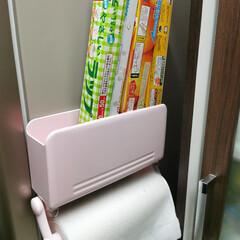 ラップ収納/#収納/#ラップ/キッチン収納 冷蔵庫の隣に付けております。 毎日使用し…