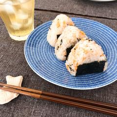鮭の炊き込みご飯/お昼ごはん/おうちごはん/おうちご飯/お気に入りの食器/こだわりのテーブル お盆休みも最終日。  何を作って良いかわ…