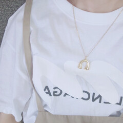 ロゴT/サロペット/大人カジュアル/白Tシャツ/ネックレス/オシャレ ロゴTにはネックレス×サロペットで「増し…