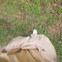公園コーデ/スニーカー/白シューズ/大人カジュアル/おうちコーデ/お家でもオシャレ 近くの公園へ行く日は、いつもこの白い靴。…