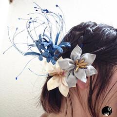 あぼかぼ/彼岸花/ユリ/つまみ細工 お客様着用画像。 ユリと彼岸花の髪飾りを…