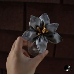 あぼかぼつまみ細工 ユリの花の髪飾り✨  あえて、シルバー…