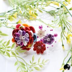 あぼかぼつまみ細工 モダンなお花が咲きました💕  つまみ細工…