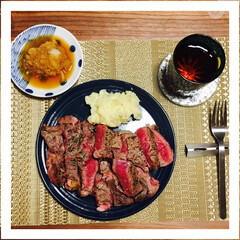 ステーキ/500g/たまの贅沢/ポテサラ/ポテトサラダ/玉ねぎソース/... 見た目は美味しそうですが、実際は硬くて食…