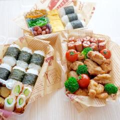 お花見弁当/お弁当/ピクニック/ピクニック弁当/おにぎり/卵焼き/... そろそろ桜の季節がやってきますね(#^^…